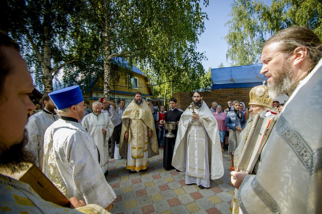Настоятель монастыря сослужил митрополиту Феофану в престольных торжествах храма с. Большие Кабаны